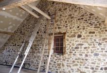 Joint de pierre terminé après pulvérisation d'un produit éliminant les tâches de chaux restantes